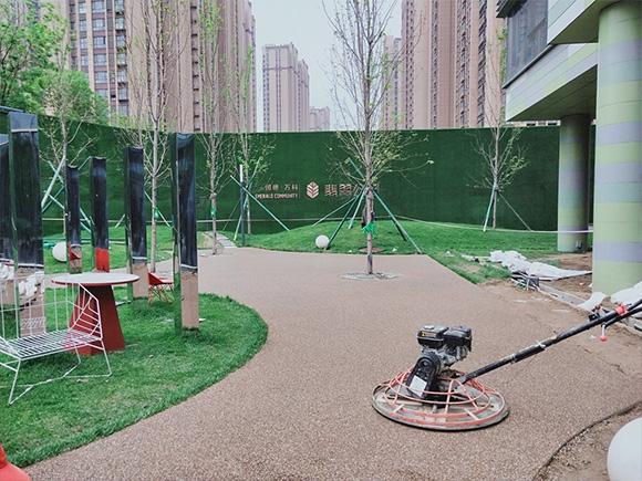 胶粘石地面-万科翡翠公园